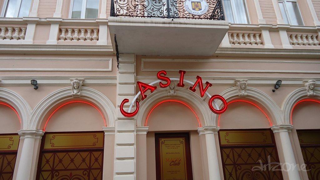 Casino-neon-Letters-sveti-neon-montazh-osvetlenie-vgradeno-prozrachno-stklo-bukvi.JPG