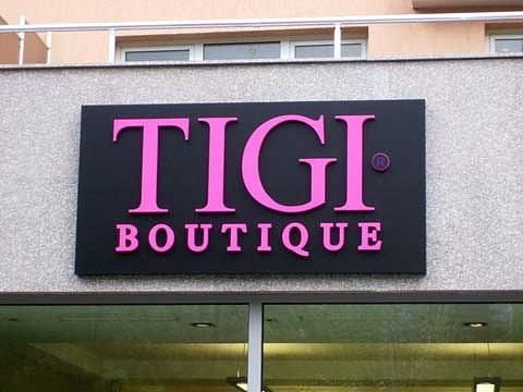 Светеща табела със светещи букви TIGI boutique в София