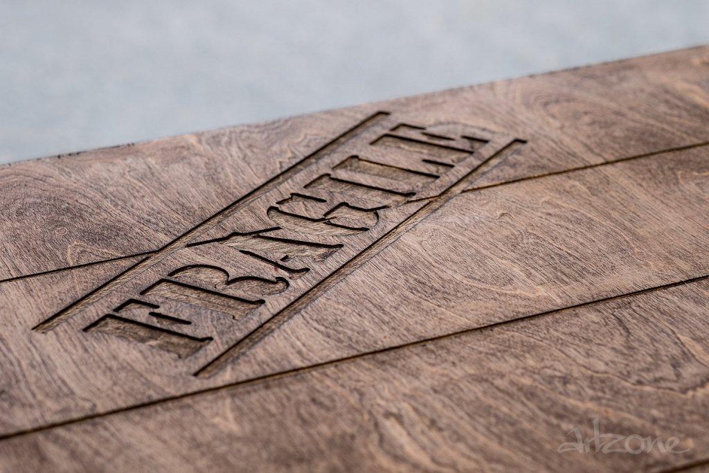 Гравирана дървена табела