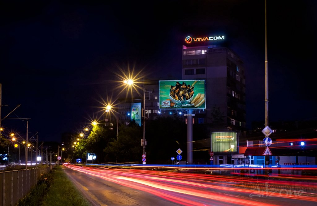 Покривна реклама лого VIVACOM в София