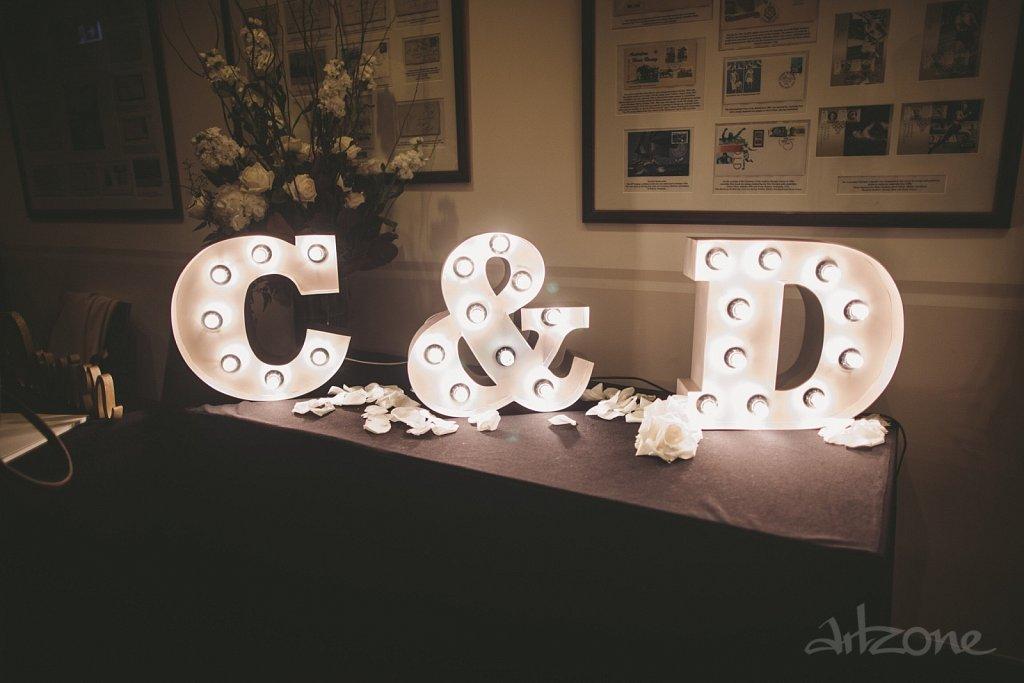 Инициали светещи букви декор за сватба