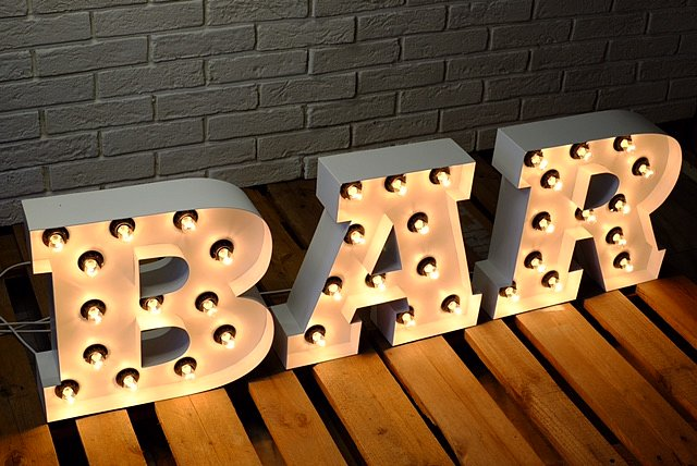 Светещи букви BAR