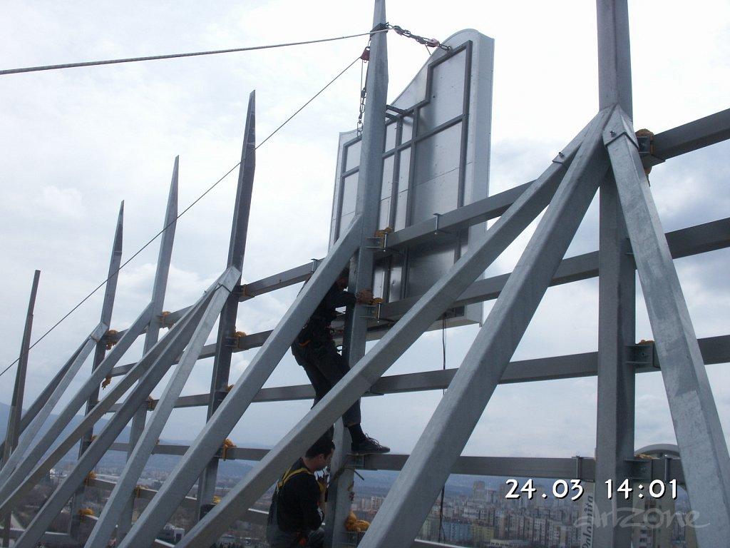Носеща метална конструкция за покривна реклама в София