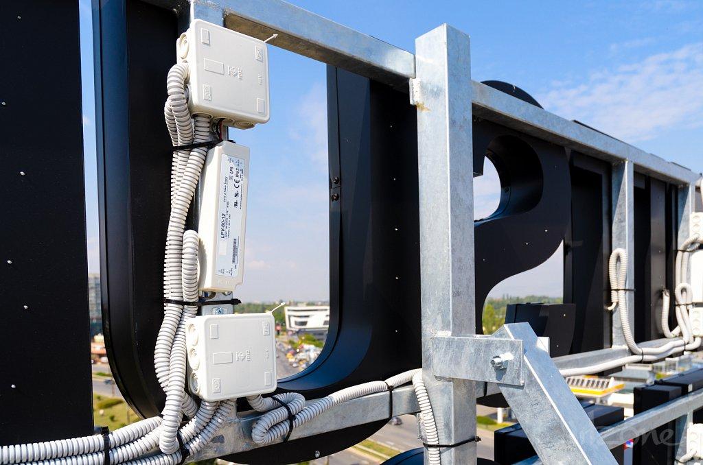 Метална конструкция за покривна реклама