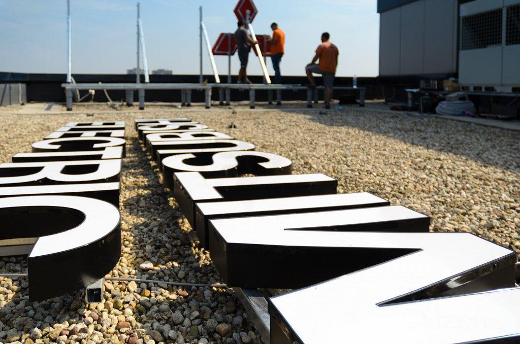 Светещи букви за покривна реклама