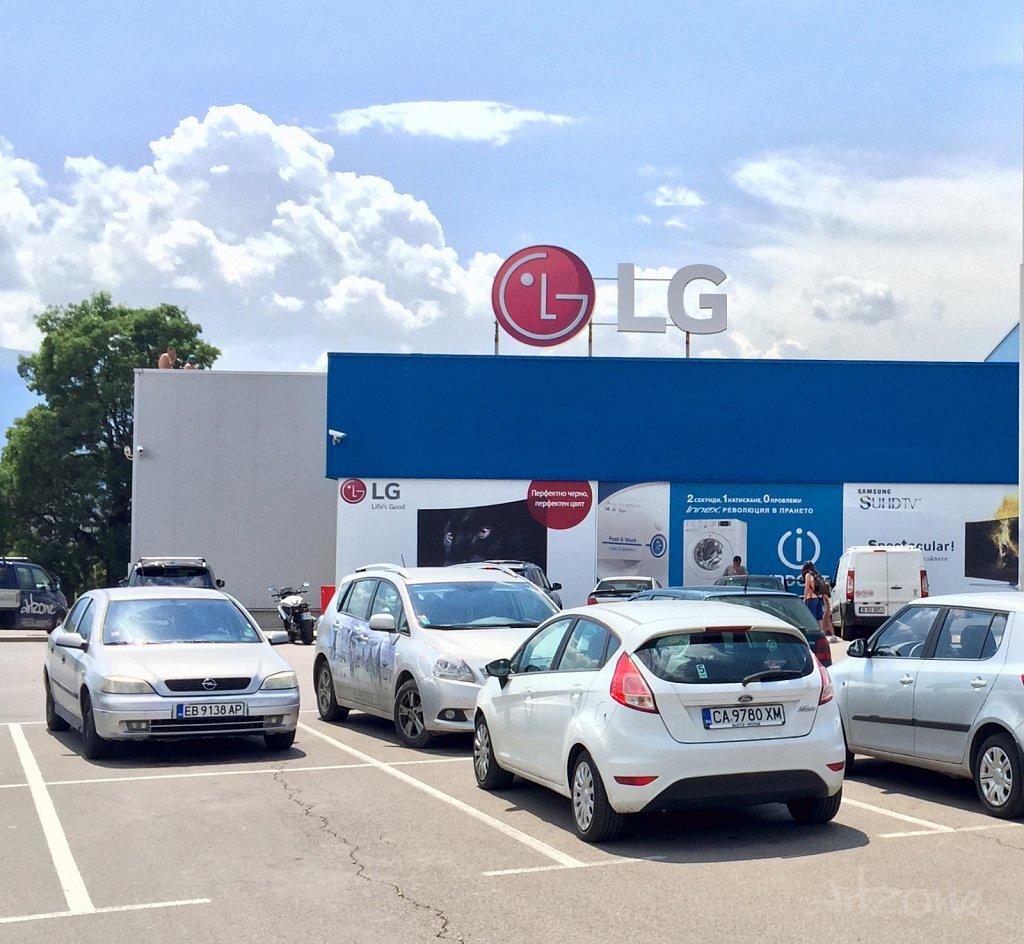 LG лого светещи букви за магазин в София