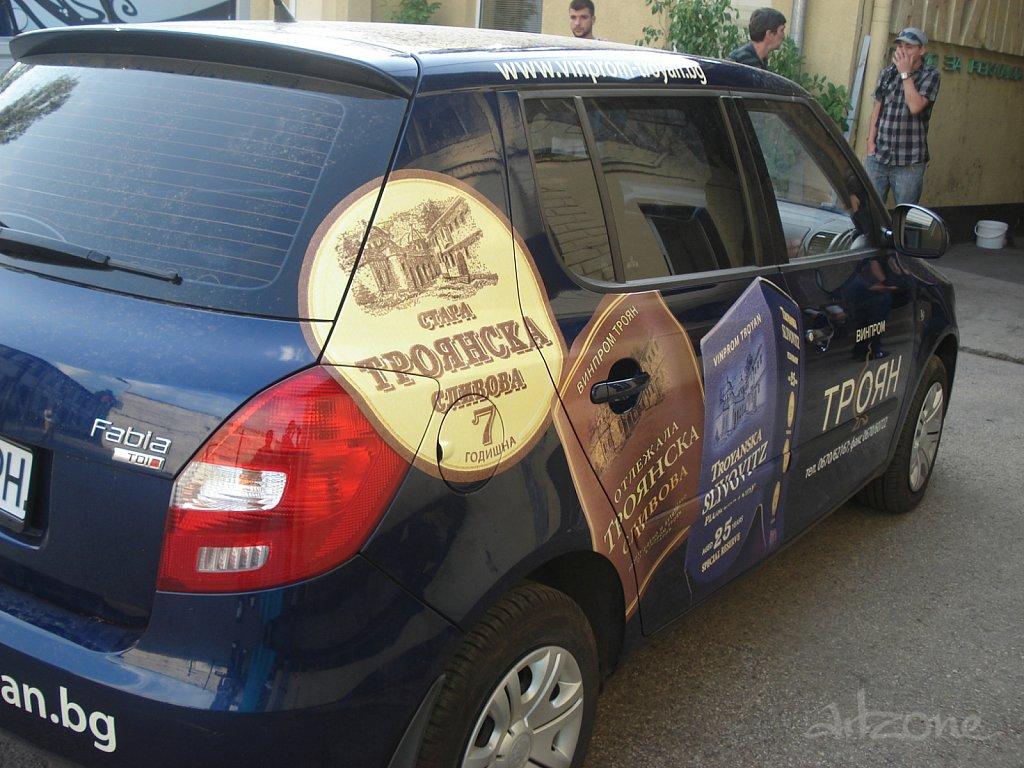 Брандиране на автомобил с перфофолио