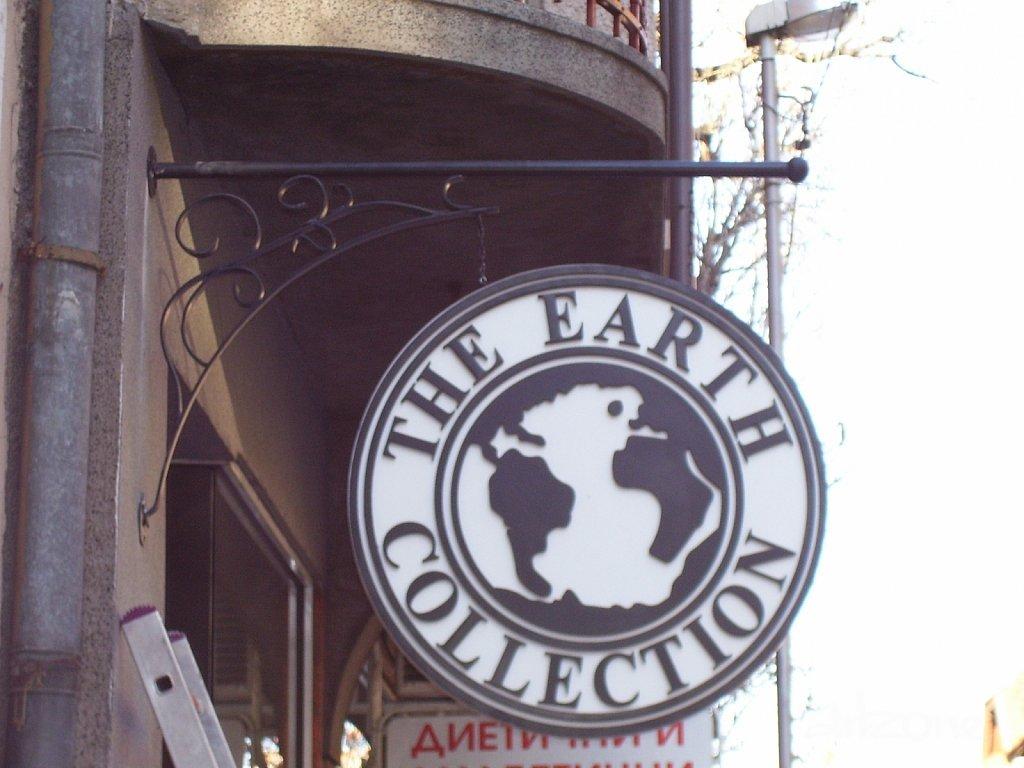 Двустранна табела за магазин The Earth Collection