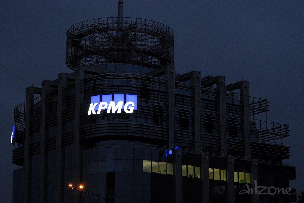 Покривна реклама KPMG