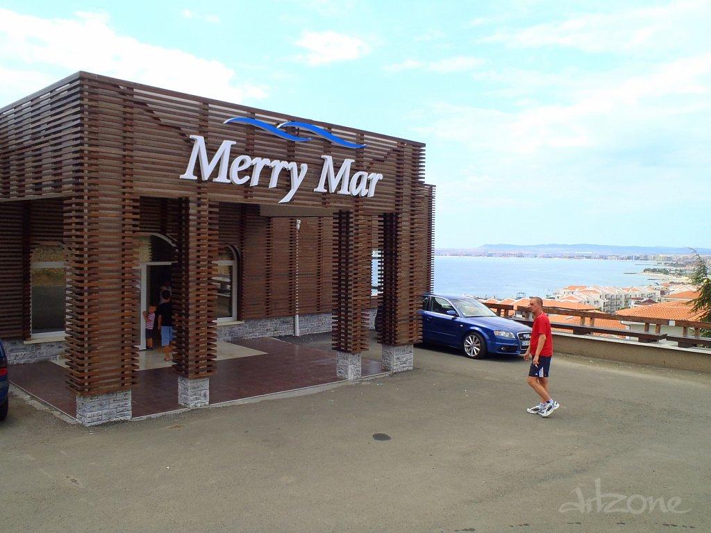 Обемни букви MERRY MAR