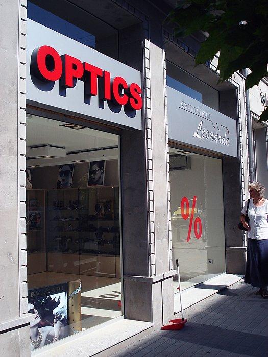 Светеща табела за ОПТИКА и светещи букви OPTICS