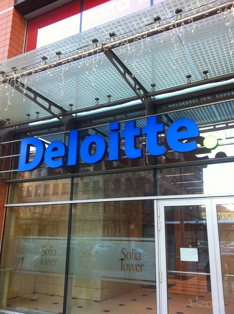 Светещи обемни букви за офис DELOITTE