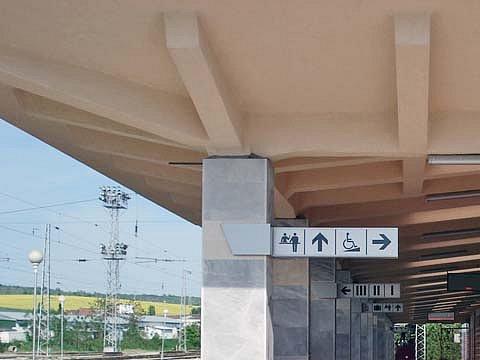 Указателни табели на гара