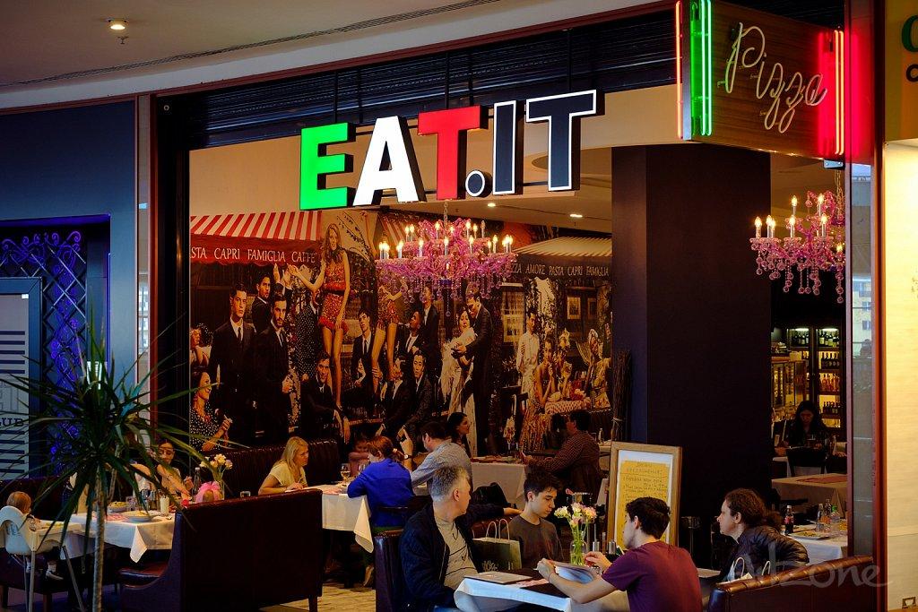 Светещи букви за EAT IT за ресторант