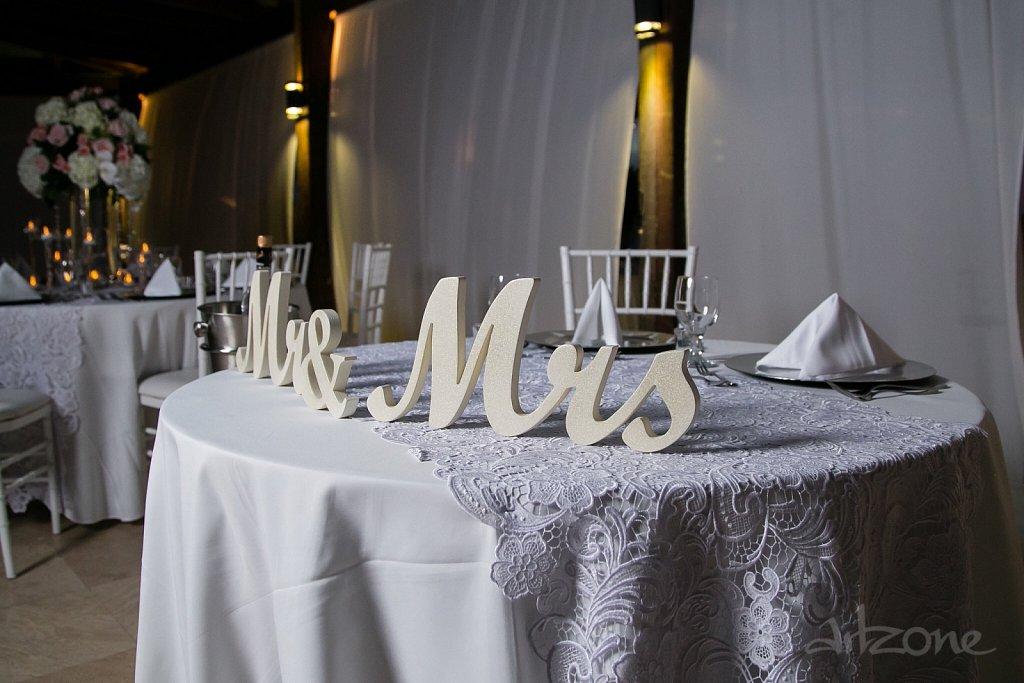 Mr & Mrs декорация за сватба
