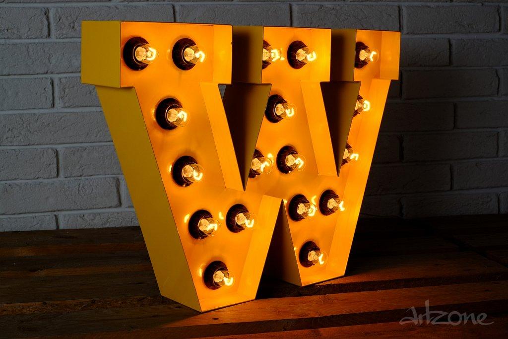 Светеща буква W  в жълто