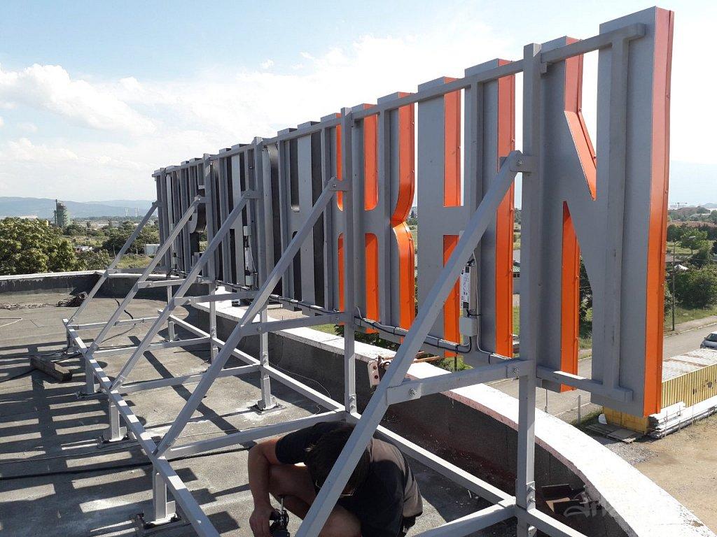 Метална конструкция на покривна реклама ИНЖКОНСУЛТ