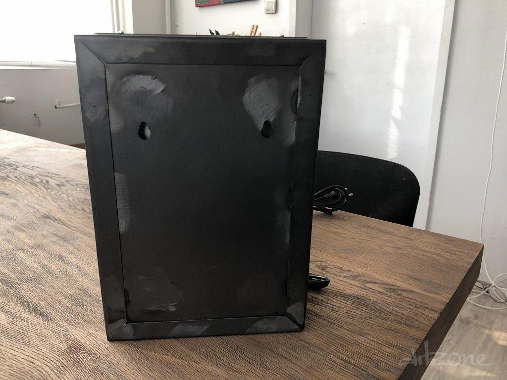Светеща кутия за лесен монтаж на стена