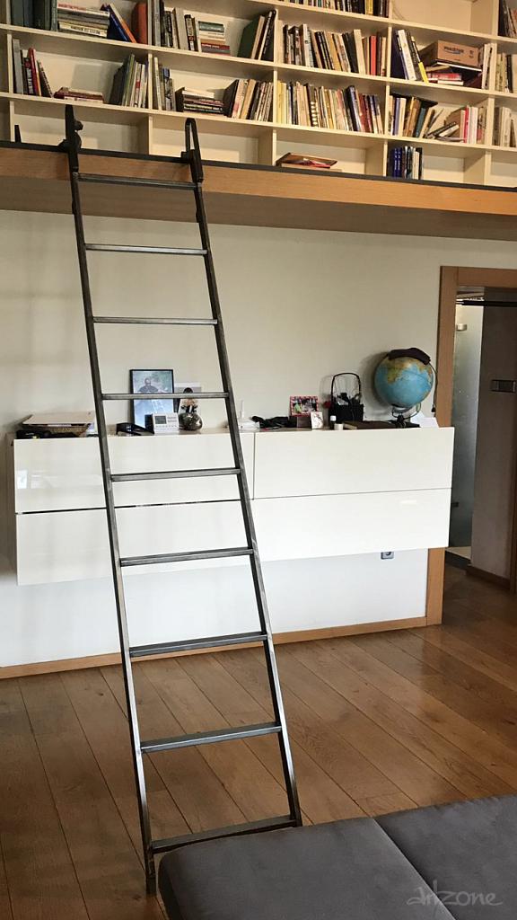 Стълба за библиотека или за рафтове в магазин