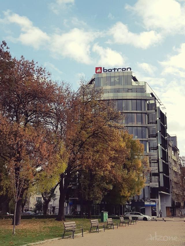 Покривна реклама на бул. Черни връх