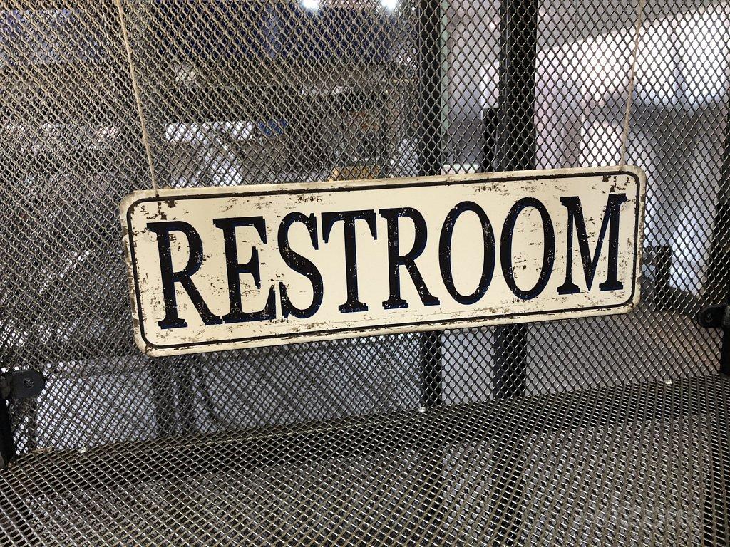 Restroom винтидж табела
