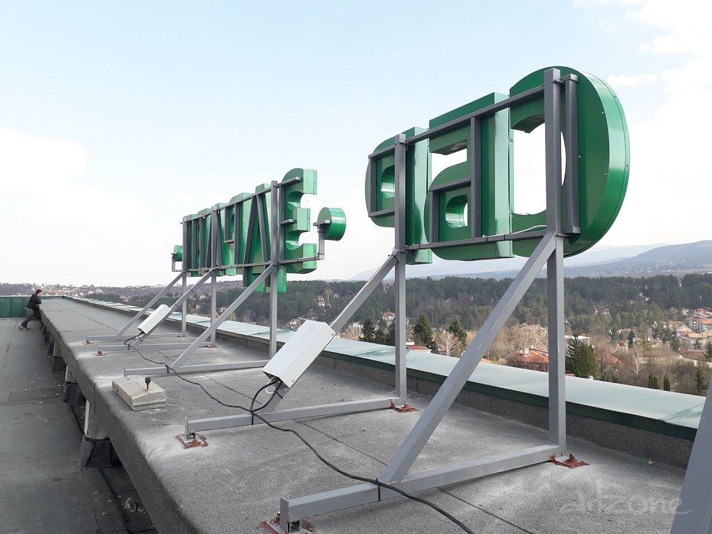 Светещи букви на покривна реклама Болница Здраве