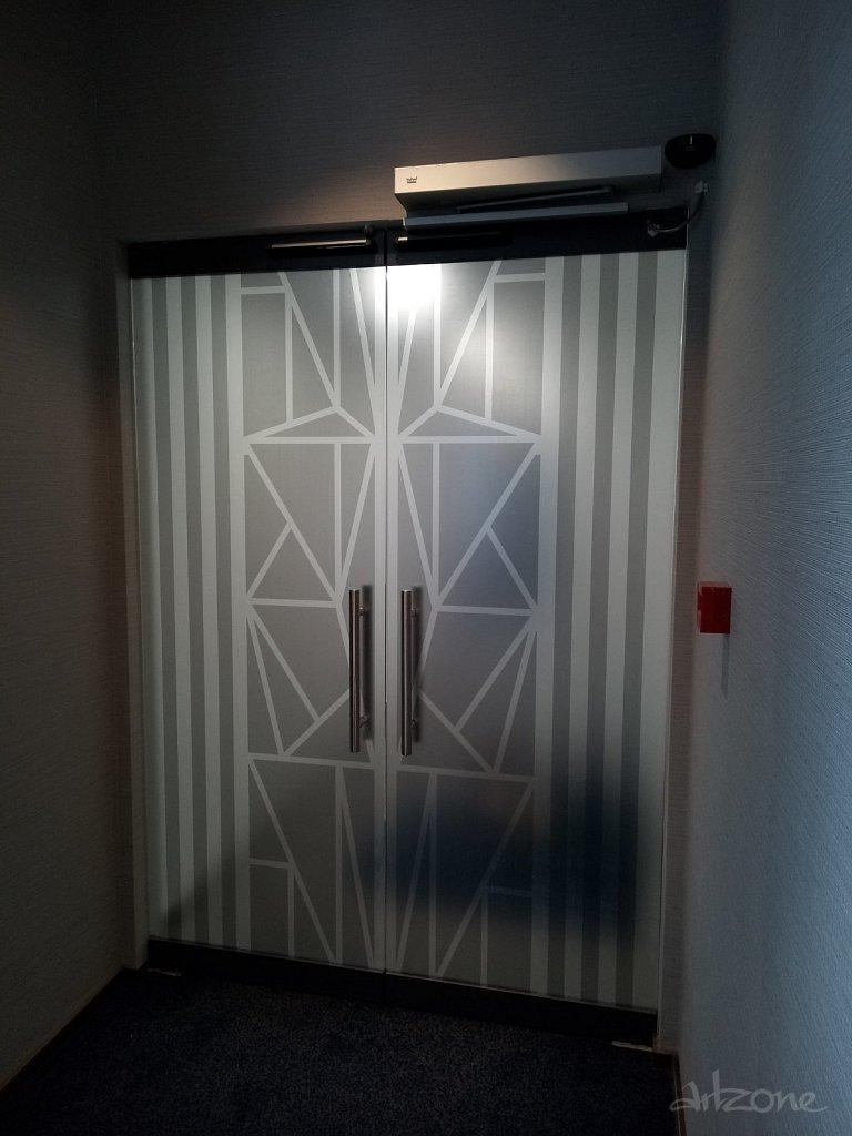 Облепване на врати с матиращо фолио
