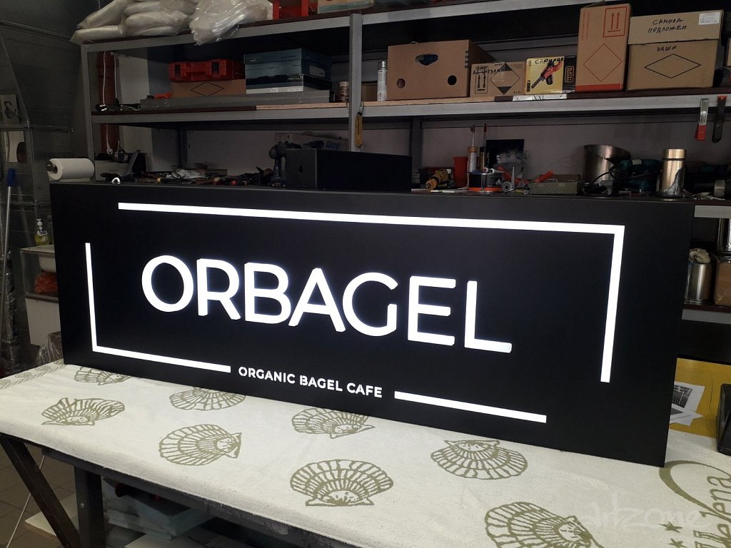 Рекламна табела с обемни букви