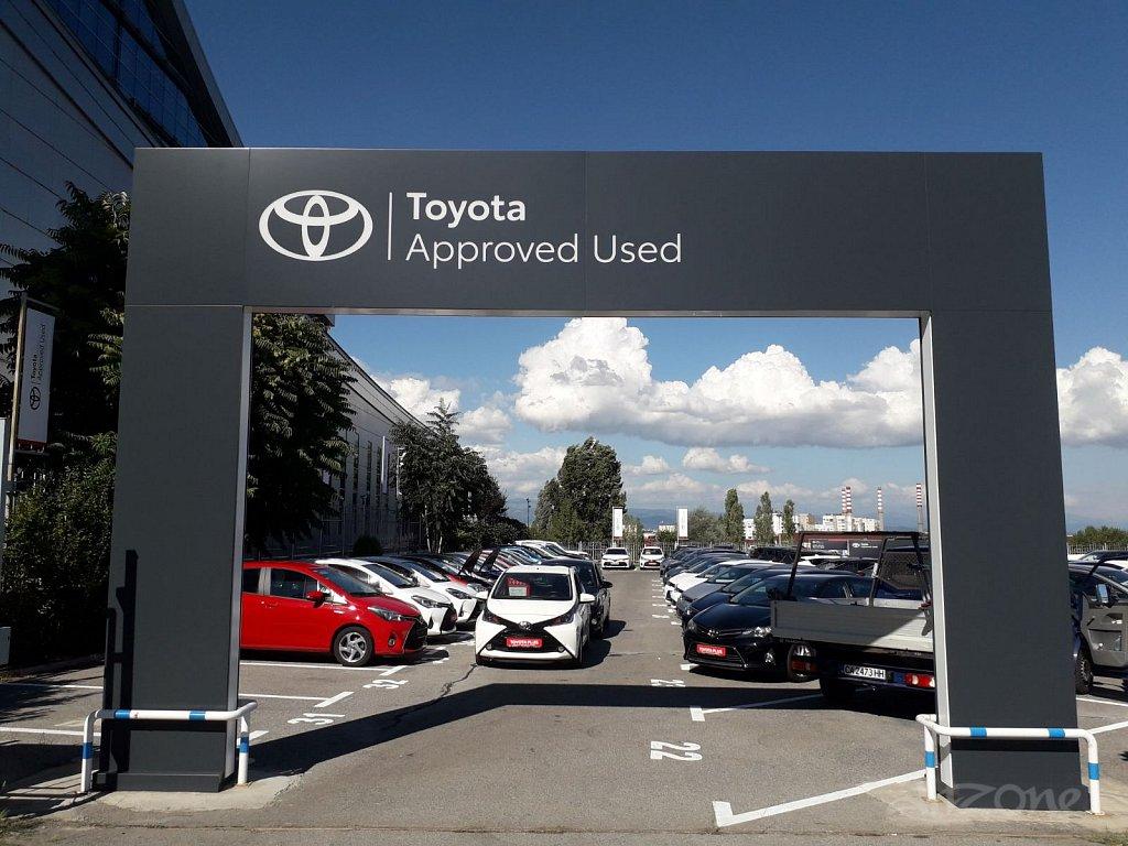 Рекламен тотем Арка за Тойота