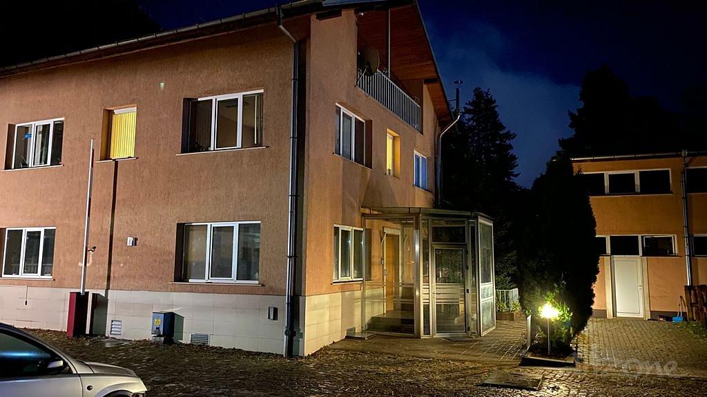 building-for-rent-4.JPG